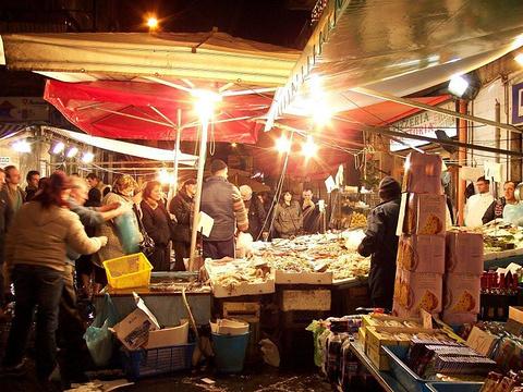 Porta Nolana鱼市场