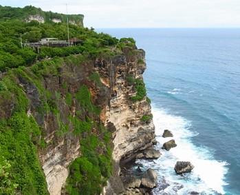 阿雅娜,神鹰广场等,不建议情人崖和海神庙放在同一天,经过的库塔区域