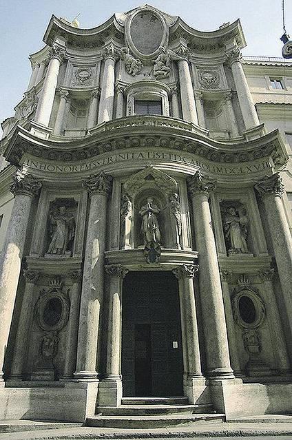 这座教堂是罗马巴洛克风格的杰作,是borromini最著名的作品之
