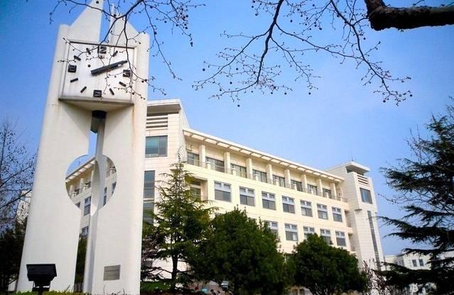 青岛大学,山东纺织工学院,青岛医学院,青岛师范专科学校合并组建而成