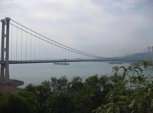 修建历时44个月之后,于1998年5月正式开放通车,是全球最长的三塔式斜
