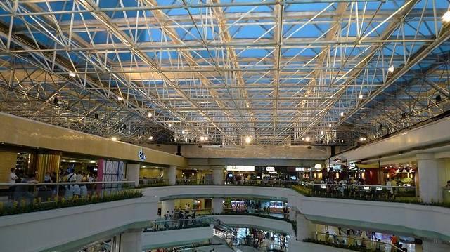 4楼顶楼有飞扬影城电影院,算是天河几个大型商场里面装修最好的一家