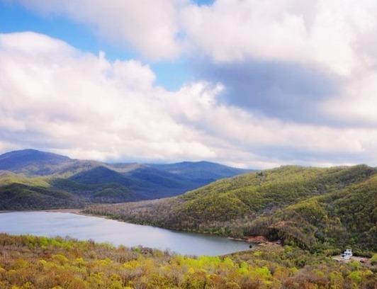 36平方公里,香磨山景区位于木兰县东兴镇境内,… 是国家aa级旅游景区