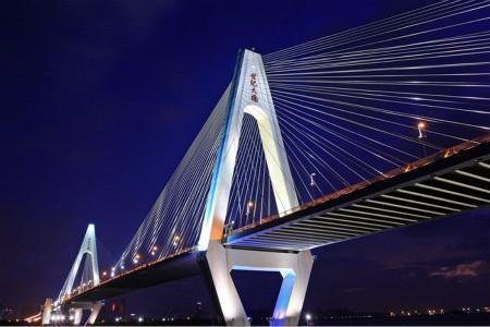 海口世纪大桥位于海口市龙昆北