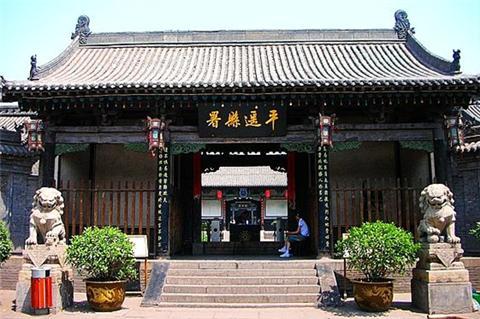 平遥县衙始建于北魏,定型于明清,是中国保存最完整的古衙之一,在10点