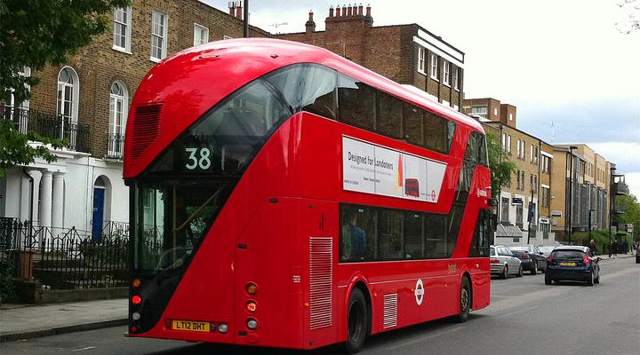 """红色双层巴士被誉为英国的"""""""