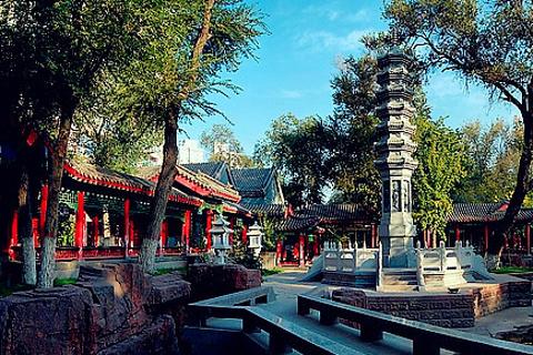是乌鲁木齐市中心面积最大,历史最悠久的一座公园.