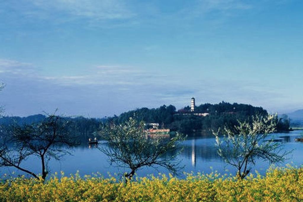 """路上一翡翠""""的名山百丈湖风景旅游区,位于四川盆地西南部名山县境内"""