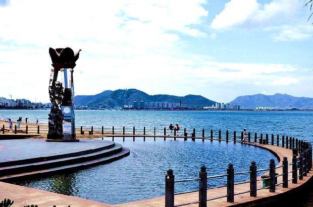 漫步亚洲第一大道游走三亚都市边缘感受碧海连天远琼崖尽是春!