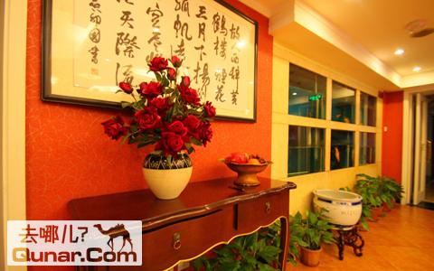 欧式红色墙壁厅图片