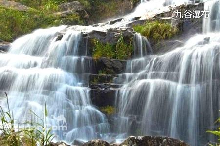 龙门景区位于大容山入口处,这里的高山瀑布下的漂流,总落差约300米