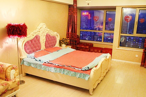 宾馆时尚大床房/简约时尚皮床房/欧式主题房1晚住宿