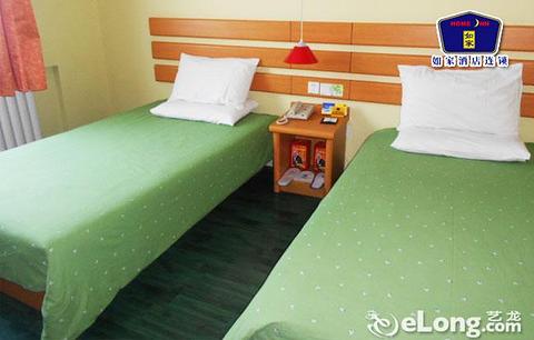 酒店位于乌鲁木齐市政治中心地带,周边1公里范围内集中了乌鲁木齐市县