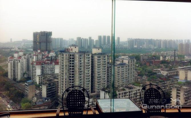 重庆蓝剑宾馆陈家坪汽车站店位于重庆市五大商圈之一的九龙坡区杨家坪