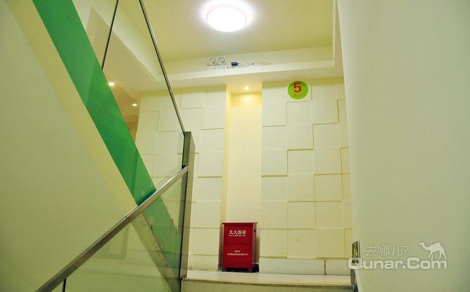 地铁,公交均可直达深圳北站,罗湖火车站,深圳北站,飞机场以及福田口岸