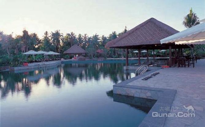大床  三亚半山半岛帆船港酒店位于三亚市向南延伸的鹿回头半岛,坐拥