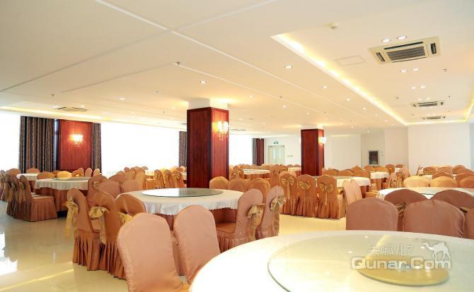 125平方中央空调欧式客厅豪装效果图