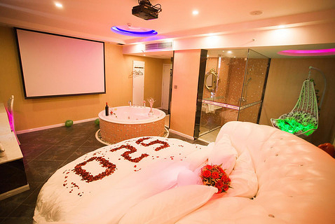 情侣酒店水床房间图片