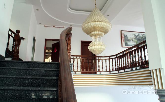 2016莆田农村别墅一层大厅楼梯设计图展示图片