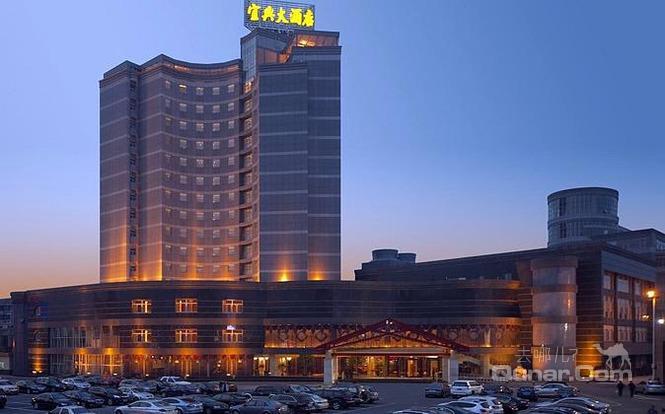 酒店离高速出入口,高铁站,长途汽车站最近,仅为5-10分钟左右车程;距市