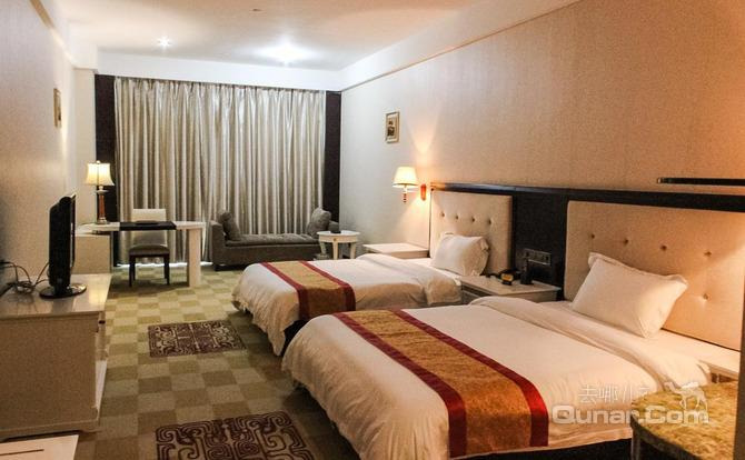 湛江的旅游资源丰富,酒店出发可直达国家地质公园(湖光岩),东海岛