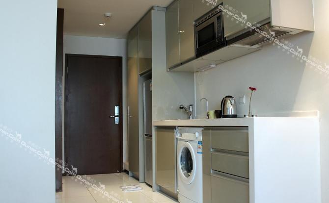 24小时热水;伊克莱斯全自动滚筒洗衣机,微波炉,电磁炉,抽油烟机,冰箱