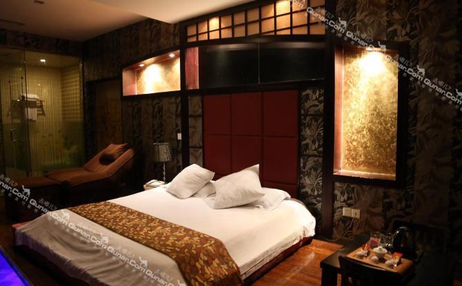 酒店装修风格前卫,有多种主题风情房供您选择.