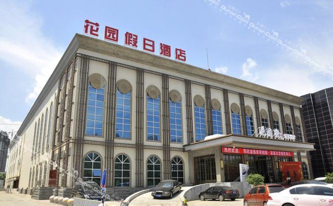 酒店是一栋独立的三层欧式建筑