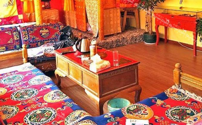 拉萨南卡藏式客栈  南卡藏式客栈位于仙足岛生态小区,客栈装修风格为