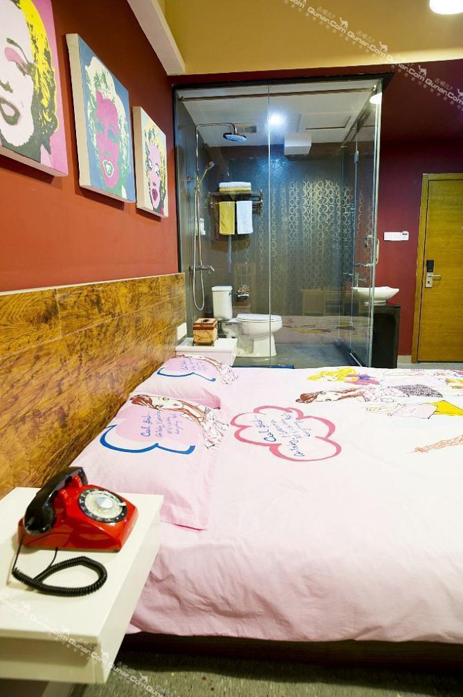 背景墙 房间 家居 酒店 设计 卧室 卧室装修 现代 装修 669_1007 竖版