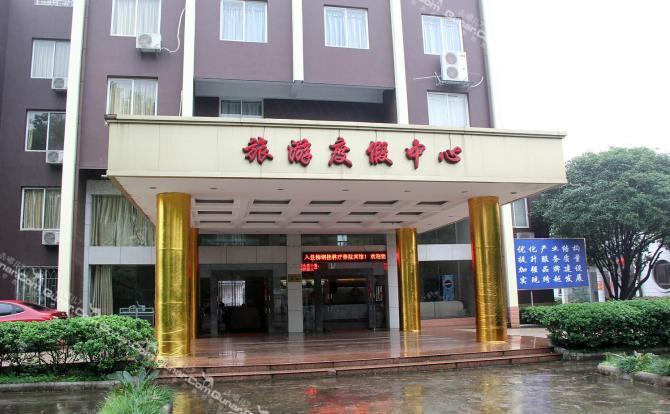 红太阳家居广场,万福休闲广场,距离火车站4公里,距飞机场约40分钟车程