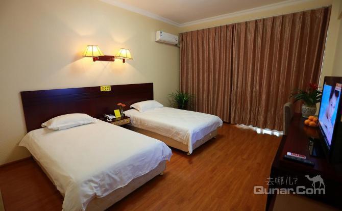 文化路 郑州信苑宾馆  酒店提供免费停车位,国内直拨电话,电子磁卡