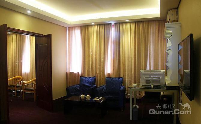 洛阳聚和帝居酒店位于洛阳市西工区纱厂路毗邻飞机场和火车站,紧邻
