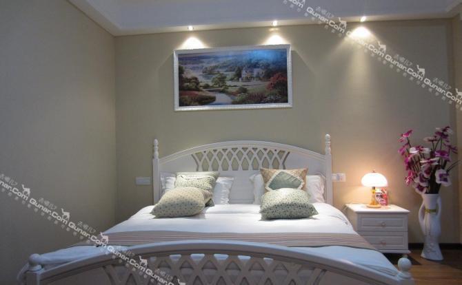 欧式圆床卧室装修效果图简单