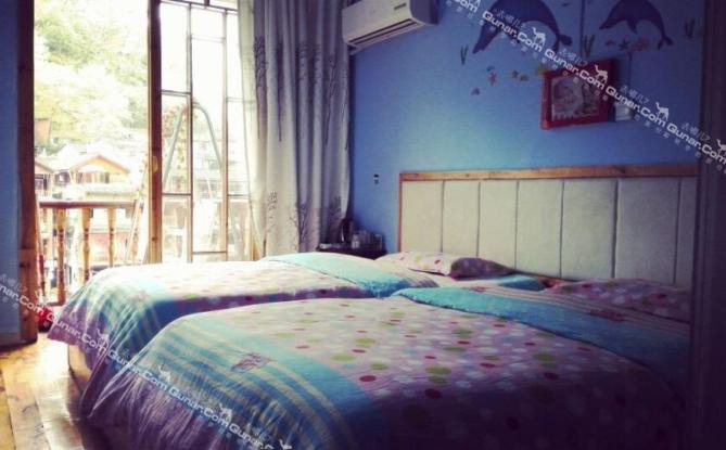 卧室吊顶图片半边