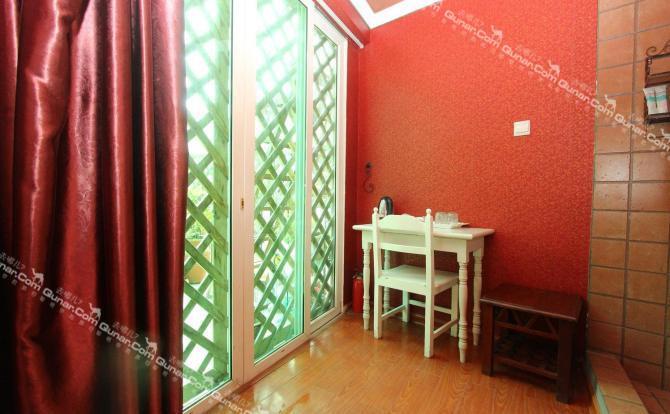 白色欧式窗檐