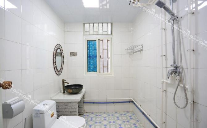开门见厕所的装修图