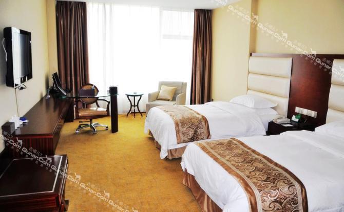 南岸果园社区,左岸水都,马鞍山森林公园;酒店位于济南市与莱芜市枢纽
