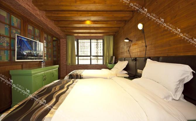 酒店客房主题丰富鲜明,中式,动漫,工业,日式,地中海等,能够满足住客的图片