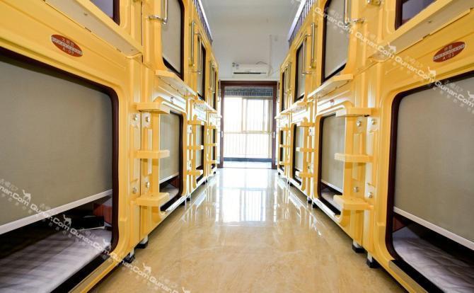 西安缔一太空舱客栈系室内计师精心设计,房间风格时尚典雅,配套齐全