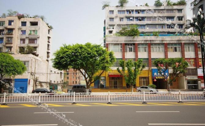 翠屏区 市区 宜宾月亮半岛商务酒店  宜宾月亮半岛商务酒店位于宜宾市