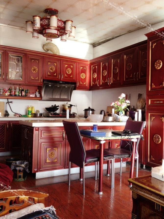 内有厨房和花园,房间宽敞明亮