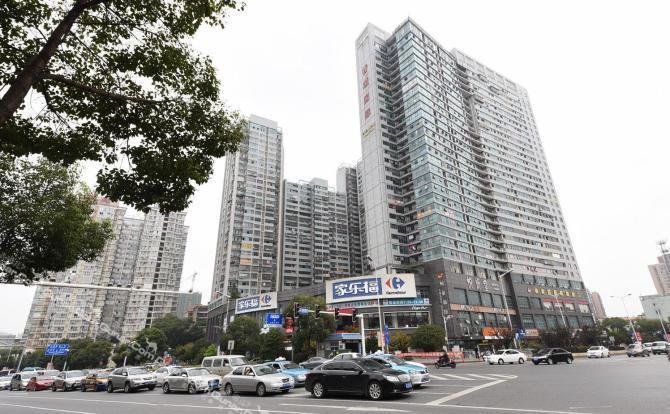 9公里,距离长沙汽车南站约5.2公里,距离长沙武广高铁站约4.8公里.