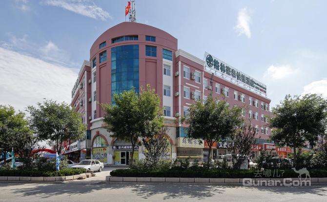 酒店距长途汽车站3公里,5路公交车直达;距火车站4公里,4路公交车直达