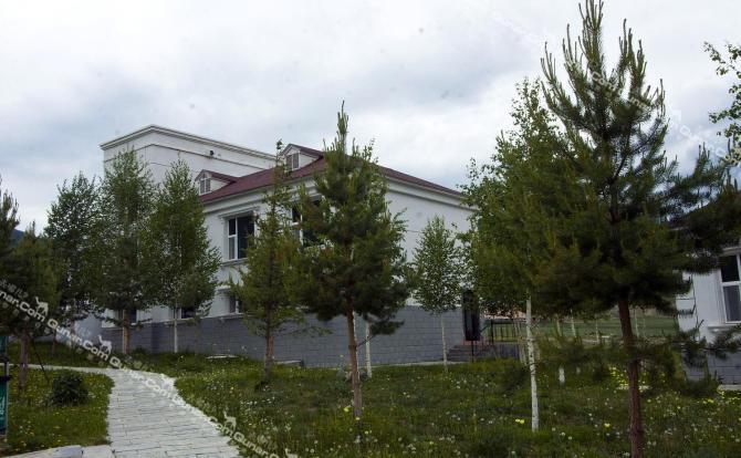 地理位置:喀纳斯回家山庄地处新疆喀纳斯湖贾登峪生活区1区(酒店住房