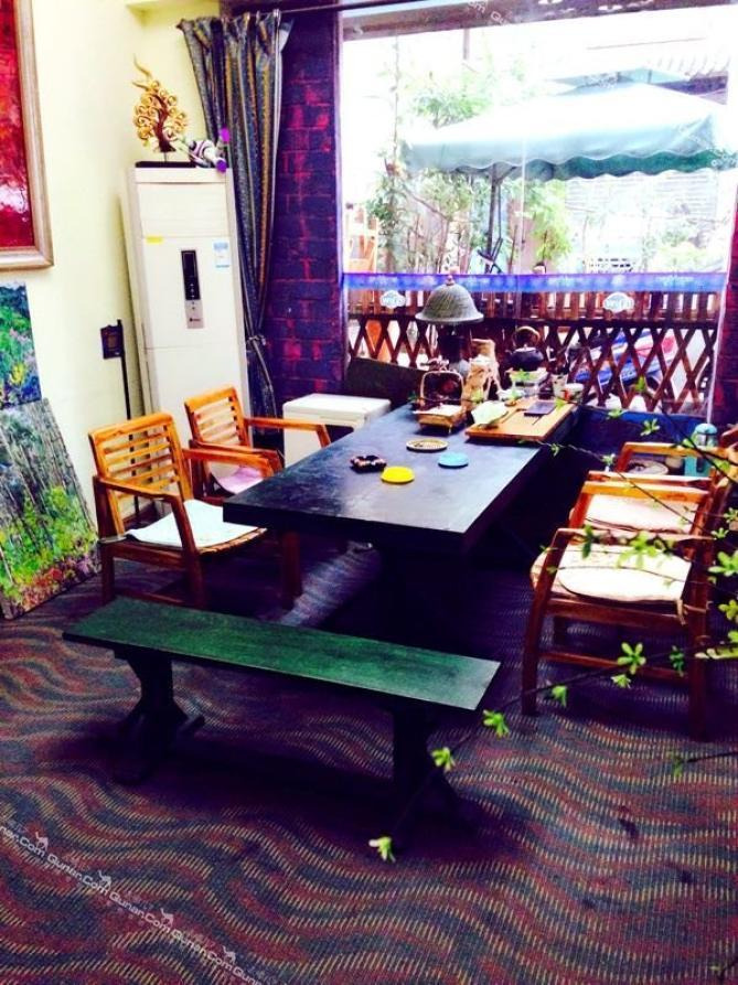 旅社  蓝舍青年旅舍的店主是一对艺术的夫妻:大学里美术教师,室内软装