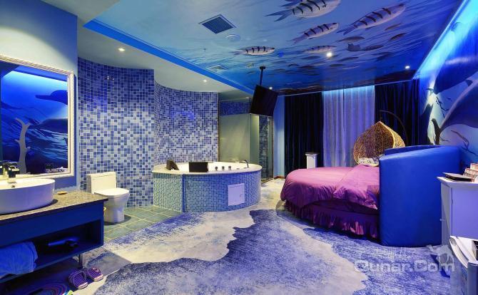 蓝色豪华欧式公主房