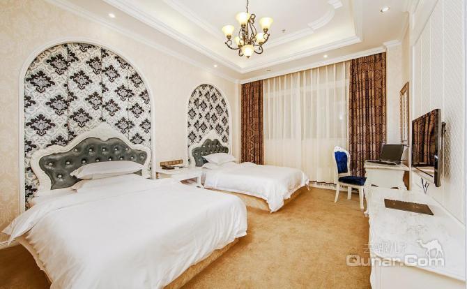 酒店整体以欧式风格筹建,拥有各类客房,房间温馨舒适.