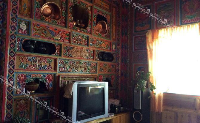 客厅及厨房装修具有藏族特色,可供游客体验藏家生活,拍照等.
