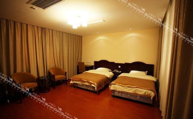 相距上海长江隧桥仅6公里,是崇明岛离上海市区最近的综合性酒店.